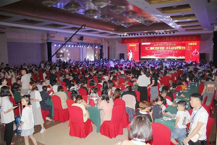 恭贺新万博manbetx官网登录2019年3周年庆典成功签约加盟商173家